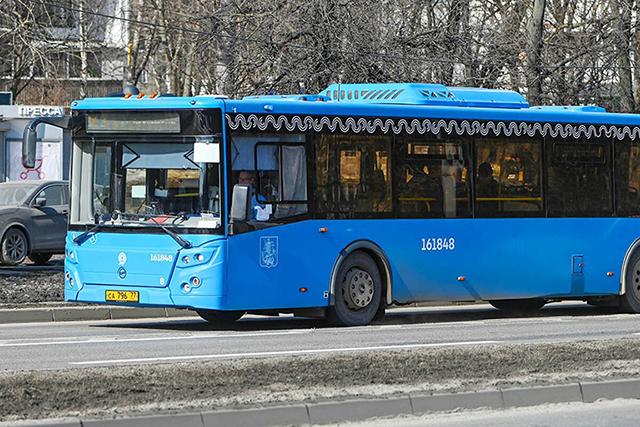 На маршрут № 577 выпустили автобусы особо большого класса