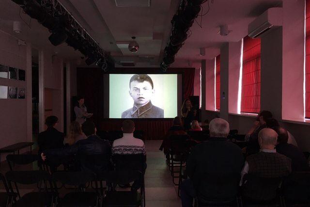 Нафасаде Манежа состоялся предпоказ светового шоу коДню Победы